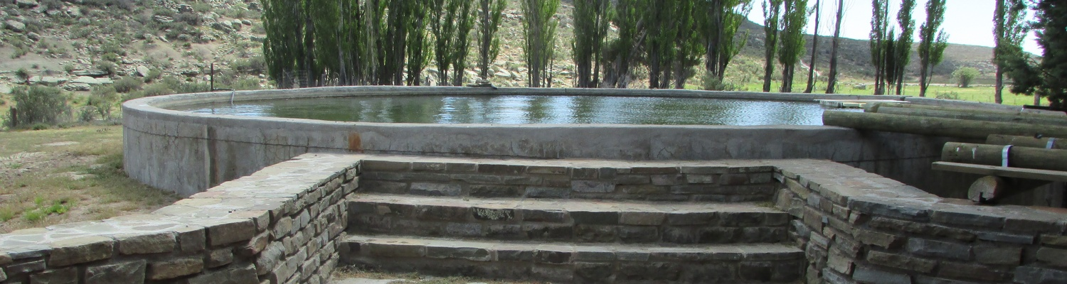 Karoo Farmdam swimming; Farm Holiday; Farm accommodation; Sutherland family accommodation